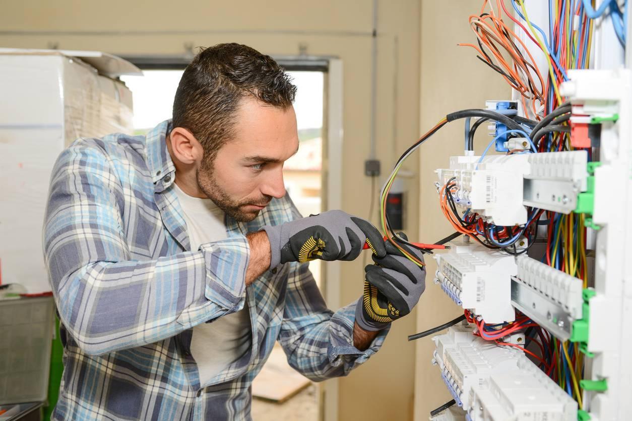 les missions d'un électricien en Belgique